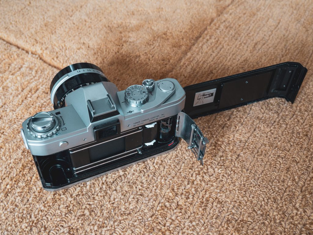 Canon Pellix quick load system